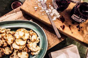 קרקרים של צנובר קלוי ,בזיליקום וקינואה
