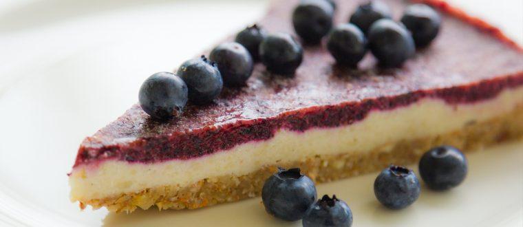 עוגת גבינה – אוכמניות מעורבלת